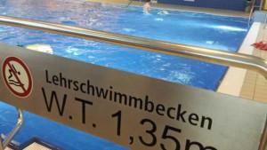 WBS, Schwimmen