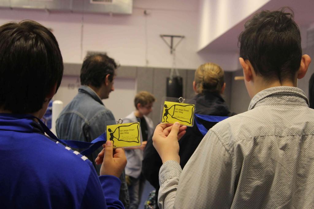 Einige Schüler wurden zu Führern durch das Gebäude.